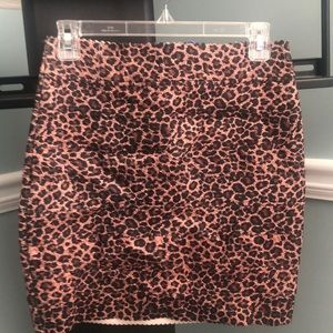 Dresses & Skirts - Leopard print mini skirt